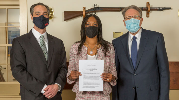 jason ouimet, aurelia skipwith, wayne lapierre display memorandum of agreement between USFWS, NRA